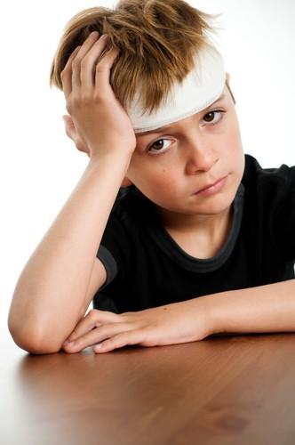 W urazach głowy konieczne jest unieruchomienie kręgosłupa szyjnego/fot. Shutterstock